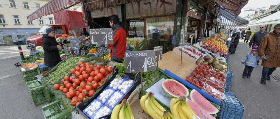 Obst- und Gemüsestand am Naschmarkt (4., Wienzeile)