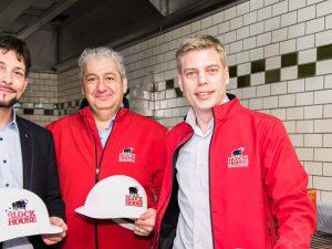 Im Bild v.l.n.r.: Markus Rumelhart (Bezirksvorsteher 6.Bezirk), Viacheslav Ashurov (Franchisepartner Wien), Gunnar Baumfalk (Geschäftsführer der Block House Restaurantbetriebe Franchise)