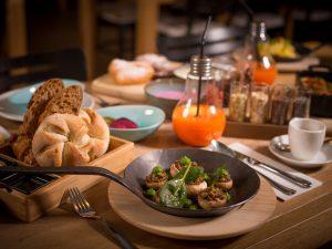 TIAN Sharing Breakfast_ Pikante und süße vegetarische und vegane Frühstücksgerichte kommen im TIAN Bistro am Spittelberg zum Teilen in die Tischmitte