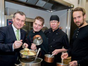 Sören Herzig (rechts im Bild), hier mit Toni Mörwald, Felix Albiez vom Restaurant Das Schick und Hiroshi Sakai vom Restaurant Sakai im März 2017 bei einem Event zur Wiener Restaurantwoche.