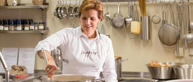 SUPPITO-Gründerin Dr. Andrea Scholdan in der SUPPITO-Küche © Roland Unger