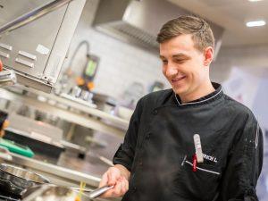 Lukas Olbrich in der Küche des Cuisino (c) Casino Wien