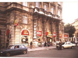 Wien Schwarzenbergplatz historisch (c) McDonald's Österreich