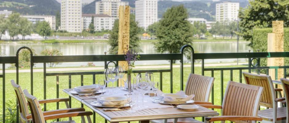 Blick auf die Donau - Restaurant im Arcotel Linz   Gastro ...